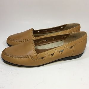Women's brown leather cut out loafers 7.5M